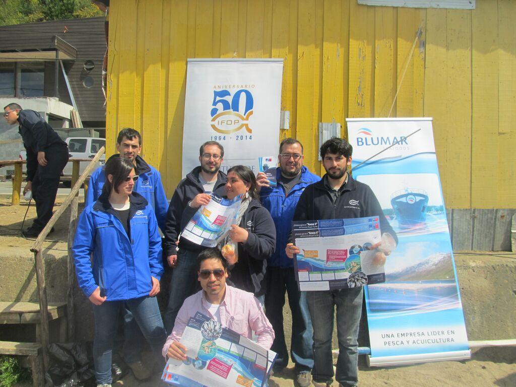 Trabajadores de IFOP Talcahuano participan como voluntarios en limpieza de playas