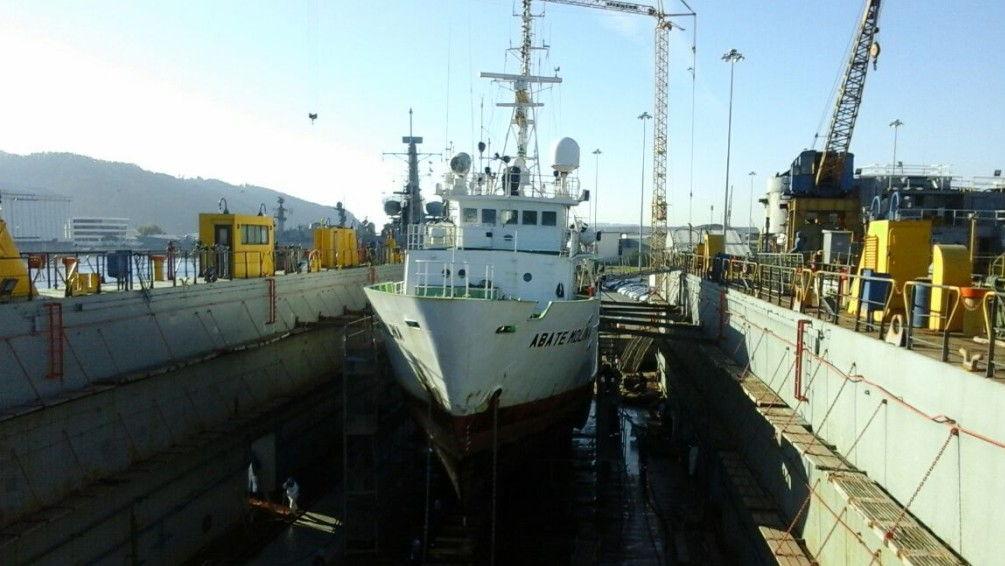 Buque Científico Abate Molina sube a dique en Asmar Talcahuano