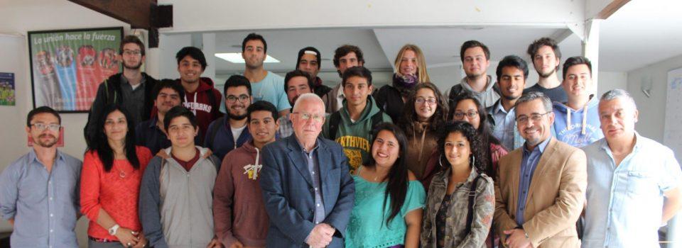 Estudiantes de biología marina recorren las instalaciones de IFOP