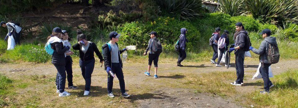 """IFOP Talcahuano colabora en limpieza de """"Playa negra"""" en Coronel"""